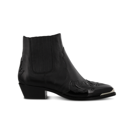 Re-sell: Black leather whistler boots Size 9